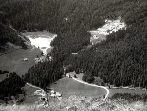 La discarica e l'impianto nel 1964 visti dal monte Cornon