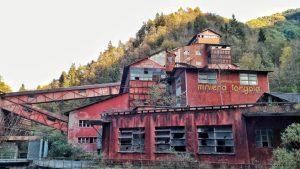 A Stava vennero lavorate quasi 40 mila tonnellate di minerale estratto dalla miniera di Torgola in Val Trompia che non disponeva di discarica.