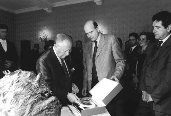 """Presentazione del libro """"Stava Perché"""" al Presidente della Repubblica Carlo Azeglio Ciampi."""