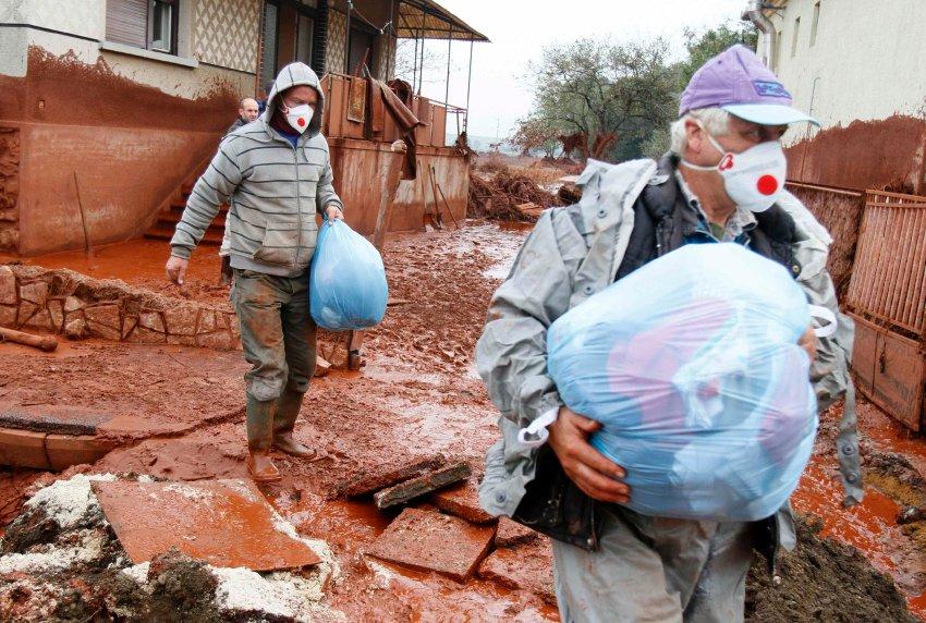 Evacuation of the village of Kolontar