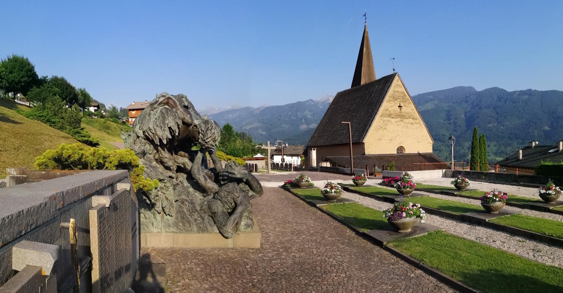 Il Cimitero delle Vittime presso la chiesa di S.Leonardo a Tesero