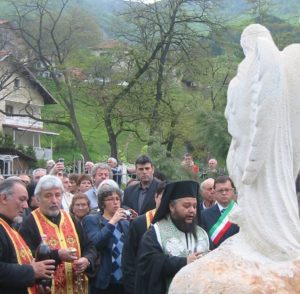 The monument dedicated to the Victims of this disaster was unveiled by the mayor of Sgorigrad Mr Asen Petrov and the mayor of Vratza Mr Totyu Mladenov. The ceremony was attended by the Italian Ambassador in Bulgaria Dr Stefano Benazzo and the deputy mayor of Tesero Mr Giovanni Zanon.